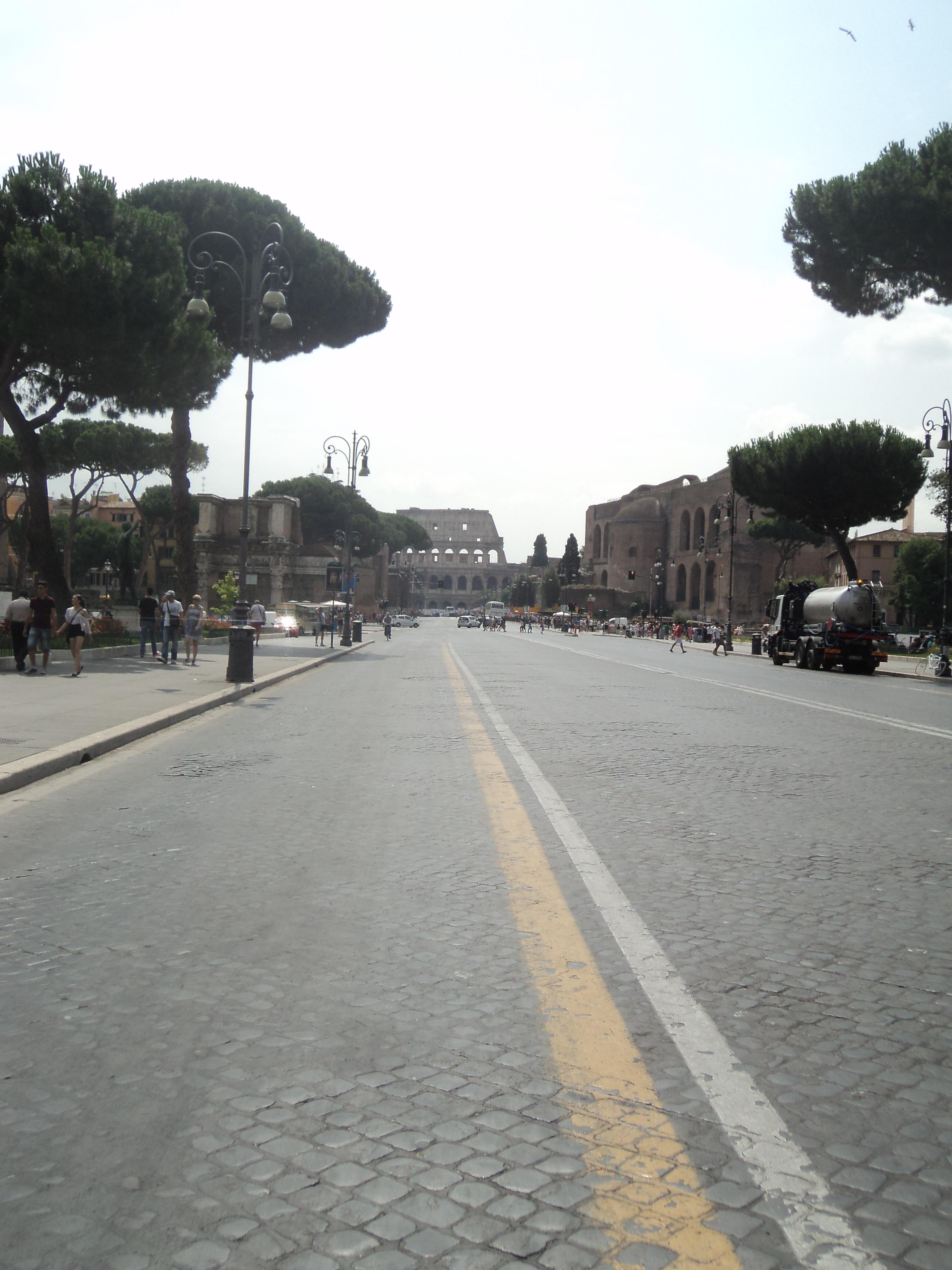 Via_dei_Fori_Imperiali_(Rome)